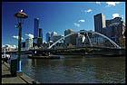 Вид на сити и пешеходный мост Южные Ворота с Южного берега, City and Southgate Bridge from the Southbank, Мельбурн, Melbourne, штат Виктория, Victoria, Австралия, Australia