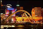 Пешеходнвй мост через Яру ночью, Southgate Footbridge, Мельбурн, Melbourne, штат Виктория, Victoria, Австралия, Australia