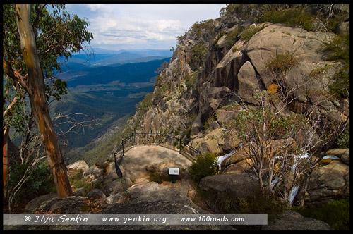 Видовая площадка на водопад Кристал Брук (Crystal Brook) и долину, Национальный парк Горы Баффало, Mt Buffalo NP, Виктория, Victoria, Австралия, Australia