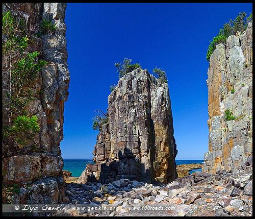 Расколотая скала, Split Rock, Бриллиантовый Мыс, Diamond Head, Национальный парк Крауди Бэй, Crowdy Bay National Park, Новый Южный Уэльс, NSW, Австралия, Australia