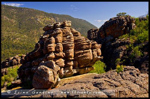 Каменная формация на плато у Падшего Гиганта, Fallen Giant, Страна чудес, Wonderland, Парк Грэмпианс, Grampians Natonal Park, Виктория, Victoria, VIC, Австралия, Australia
