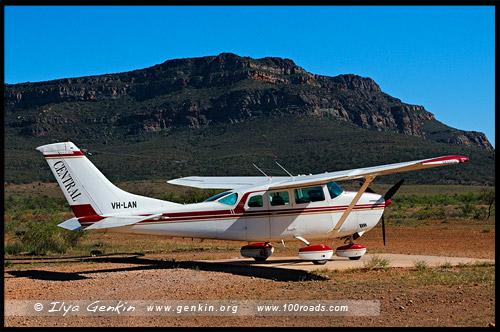 Самолет, Aeroplane, Вилпена Поунд, Wilpena Pound, Северная цепь гор Флиндерс, Northern Flinders Ranges, Аутбек, Аутбэк, Outback, Южная Australia, South Australia, Австралия, Australia