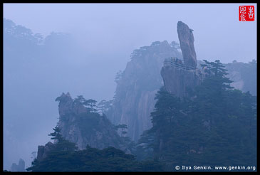 Flying-over Rock at Dusk, Huangshan (Yellow Mountains), China