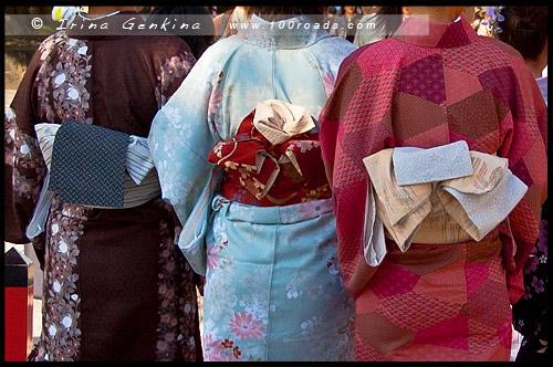 Японки в кимоно, кимоно, 着物, kimono, Фусими Инари, Fushimi Inari, 伏見稲荷, Киото, Kyoto, 京都市, район Фусими, Фушими, Fushimi-ku, 伏見区, регион Кансай, 関西地方, Kansai, 関西, Хонсю, Honshu Island, 本州, Япония, Japan, 日本