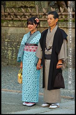 Дочь и отец в национальной одежде кимоно, Японцы в кимоно, кимоно, 着物, kimono, Kiyomizu-dera, 清水寺, Хигасияма, Higashiyama ,東山区, Киото, Kyoto, 京都市, Кансай, Kansai, 関西地方, Хонсю, Honshu Island, 本州, Япония, Japan, 日本