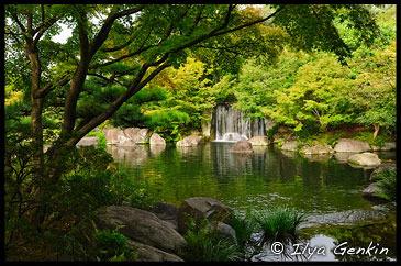 Водопад в Саду господина Оясики, Oyashiki-no-niwa, Koko-en Garden, Hyogo Prefecture, Kansai region, Honshu Island, Japan