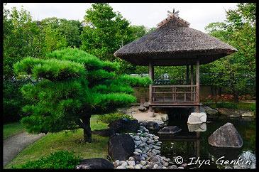 Беседка в саду Tsukiyama-chisen-no-niwa, Koko-en Garden, Hyogo Prefecture, Kansai region, Honshu Island, Japan
