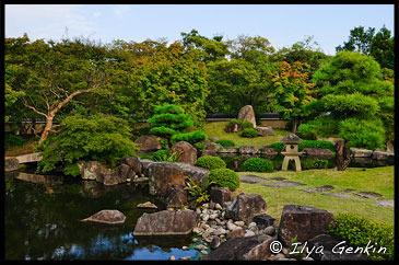 Вид сада Tsukiyama-chisen-no-niwa от беседки, Koko-en Garden, Hyogo Prefecture, Kansai region, Honshu Island, Japan