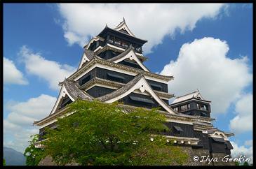 Главная башня Замка Кумамото, вид от Дворца, Кумамото, Кусю, Япония