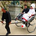 Рикша и свадебная пара, Миядзима, Япония