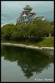 Вид главной башни Замка У-дзё/Кинъу-дзё с моста, Okayama Castle, Okayama, Honshu, Japan
