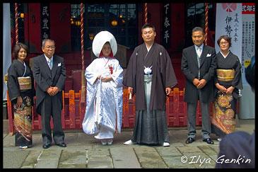 Групповой портрет молодоженов и родителей, Храм Кудзурю (Kuzu-ryu Jinja), Хаконэ (Hakone), 箱根, Япония (Japan), 日本