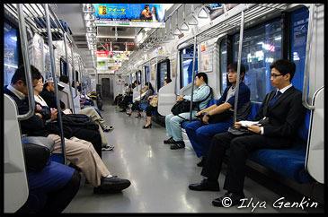 В вагоне электрички (JR Rapid Airport Narita), Токио-Камакура, Япония, Tokyo-Kamakura, Honshu, Japan