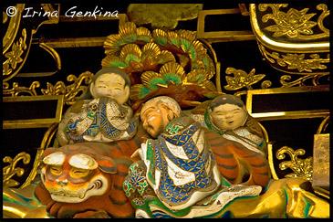 Фрагмент Ворот Ёмей-мон (Yomei-mon) - Три человека, спят с тигром, Тосёгу, Toshogu, 東照宮, Никко, Nikko, 日光, Регион Канто, Kanto Region, 関東地方, Хонсю, Honshu Island, 本州, Япония, Japan, 日本