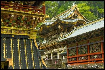 Ворота Ёмей-мон (Yomei-mon) и Колоколтная башня (Shoro), Тосёгу, Toshogu, 東照宮, Никко, Nikko, 日光, Регион Канто, Kanto Region, 関東地方, Хонсю, Honshu Island, 本州, Япония, Japan, 日本