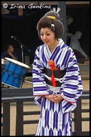 Девушка в кимоно, Японка в кимоно, кимоно, 着物, kimono, Токайдо, Tokaido, 東海道, Хаконэ, Hakone, 箱根, Префектура Канагава, Kanagawa Prefecture, 神奈川県, Регион Канто, Kanto Region, 関東地方, Хонсю, Honshu Island, 本州, Япония, Japan, 日本