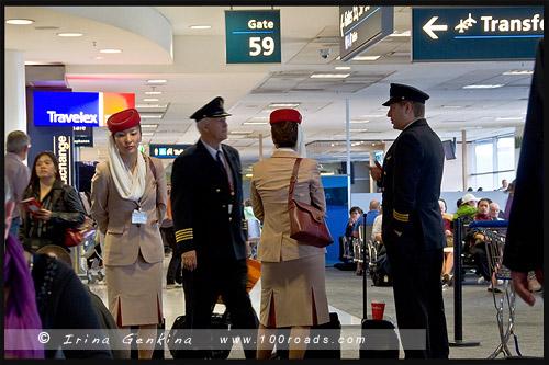 Экипаж ожидает посадки в Аэропорту, Airport, Сидней, Sydney, Австралия, Australia