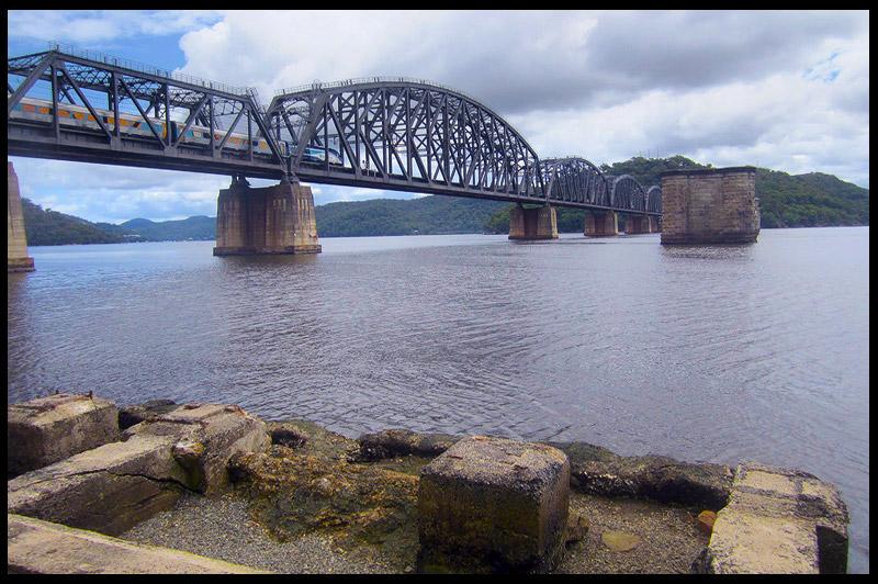 Старые опоры Железнодорожного моста реки Хоксбери, Hawkesbury River Railway Bridge, Новый Южный Уэльс, New South Wales, Австралия, Australia